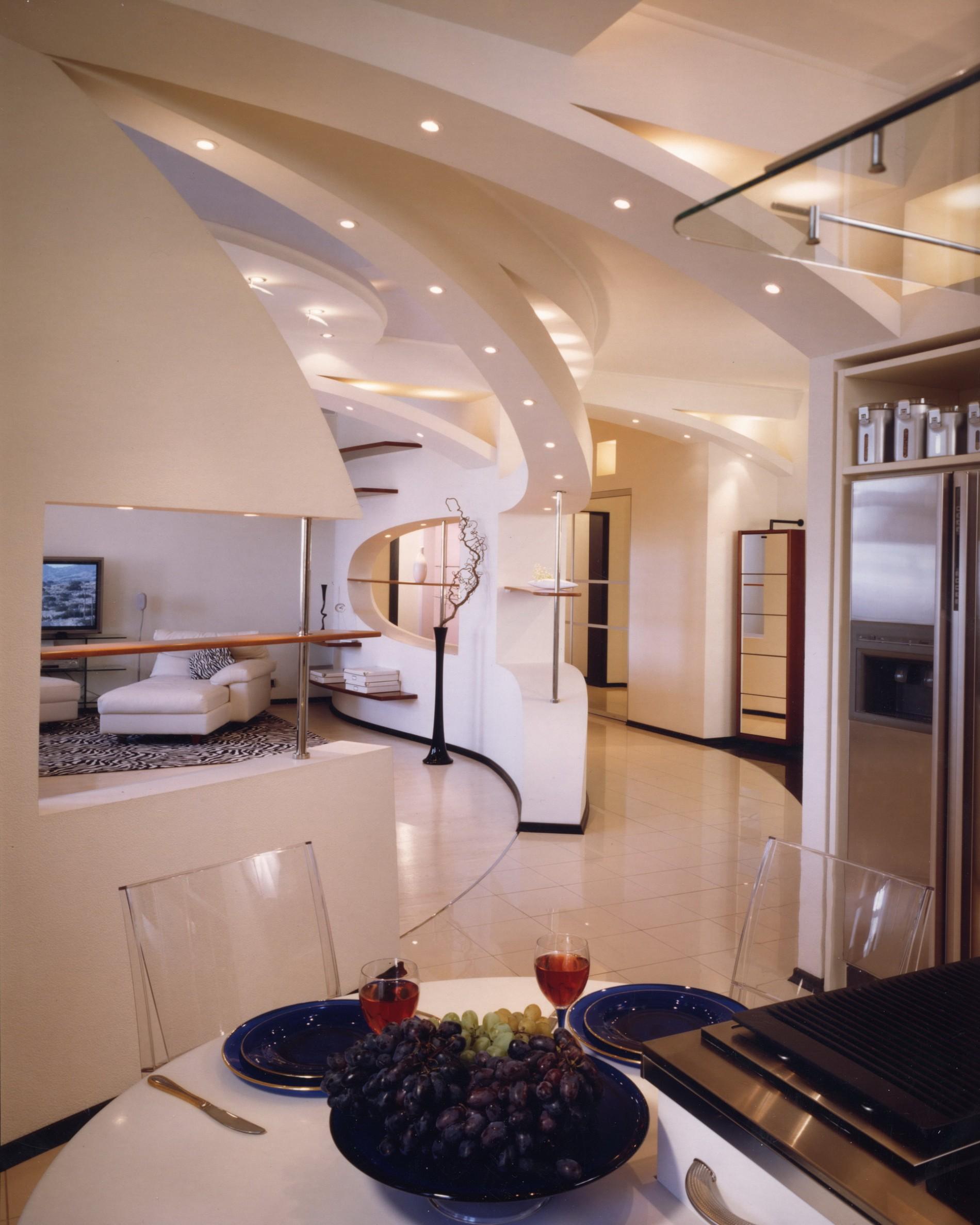 Дизайн квартиры в современном стиле с потолочными конструкциями