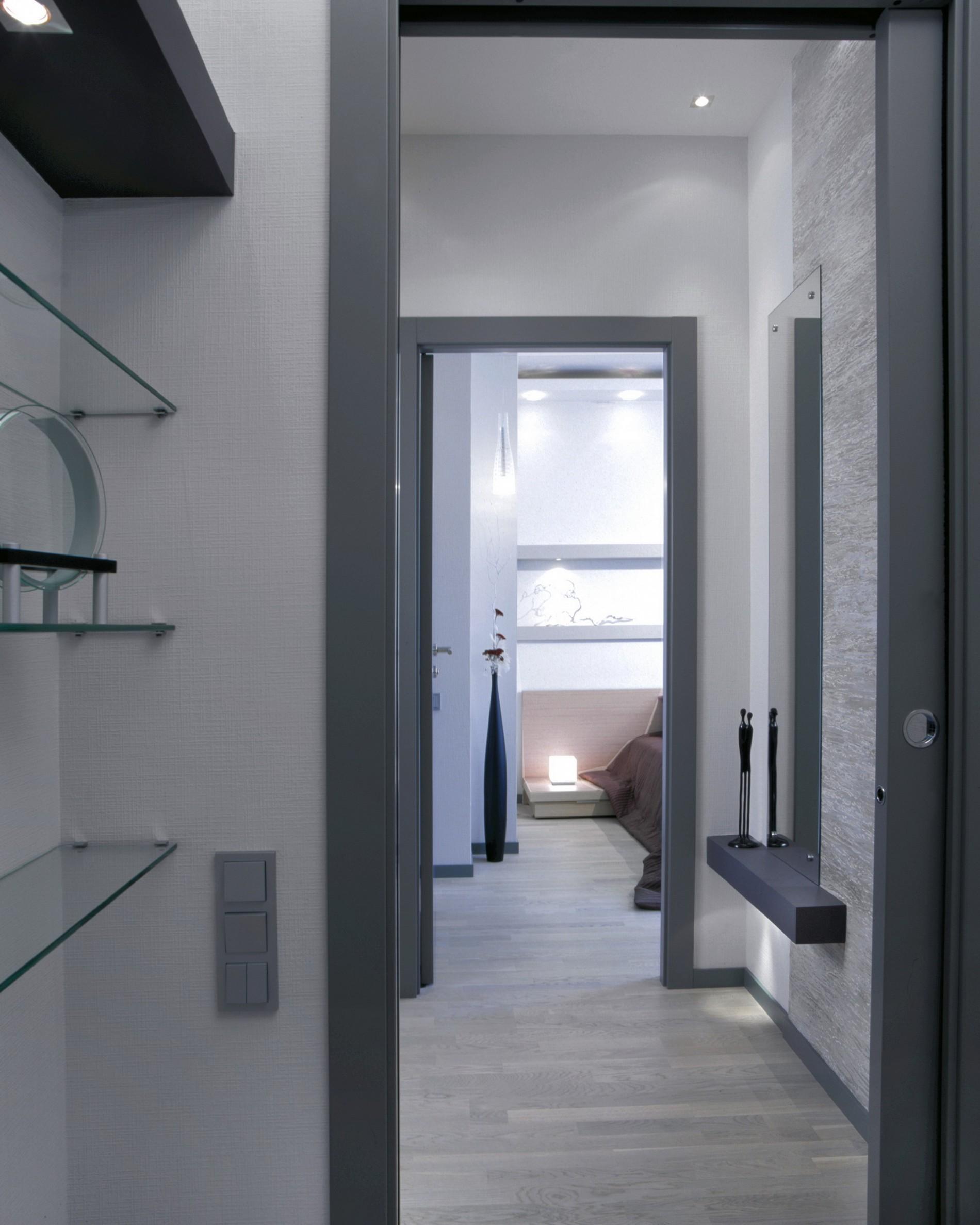 Прихожая и коридор в современной квартире