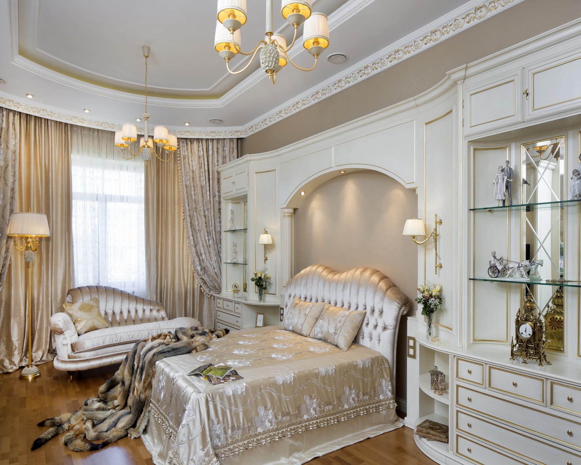 Спальня в загородном доме в классическом стиле