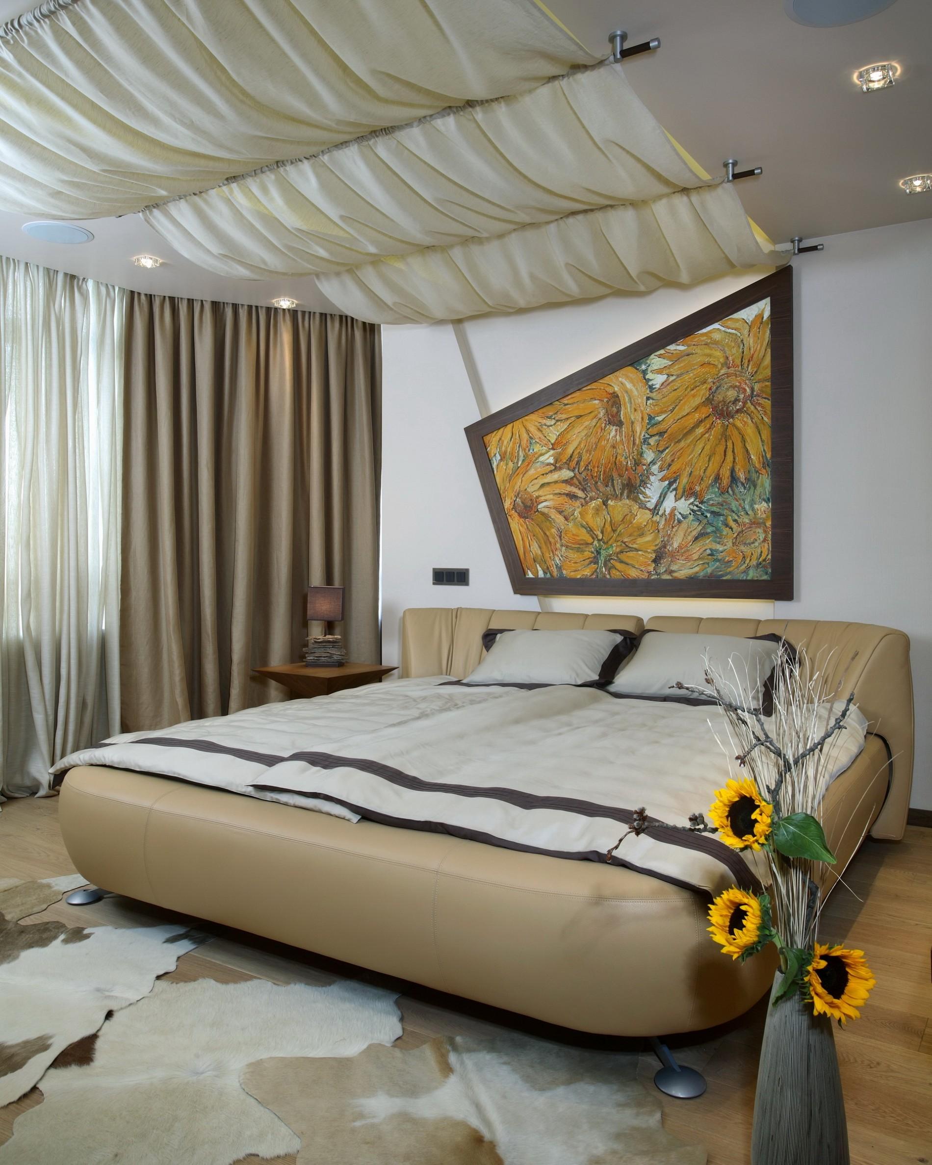 Современный стиль в интерьере спальни с картиной