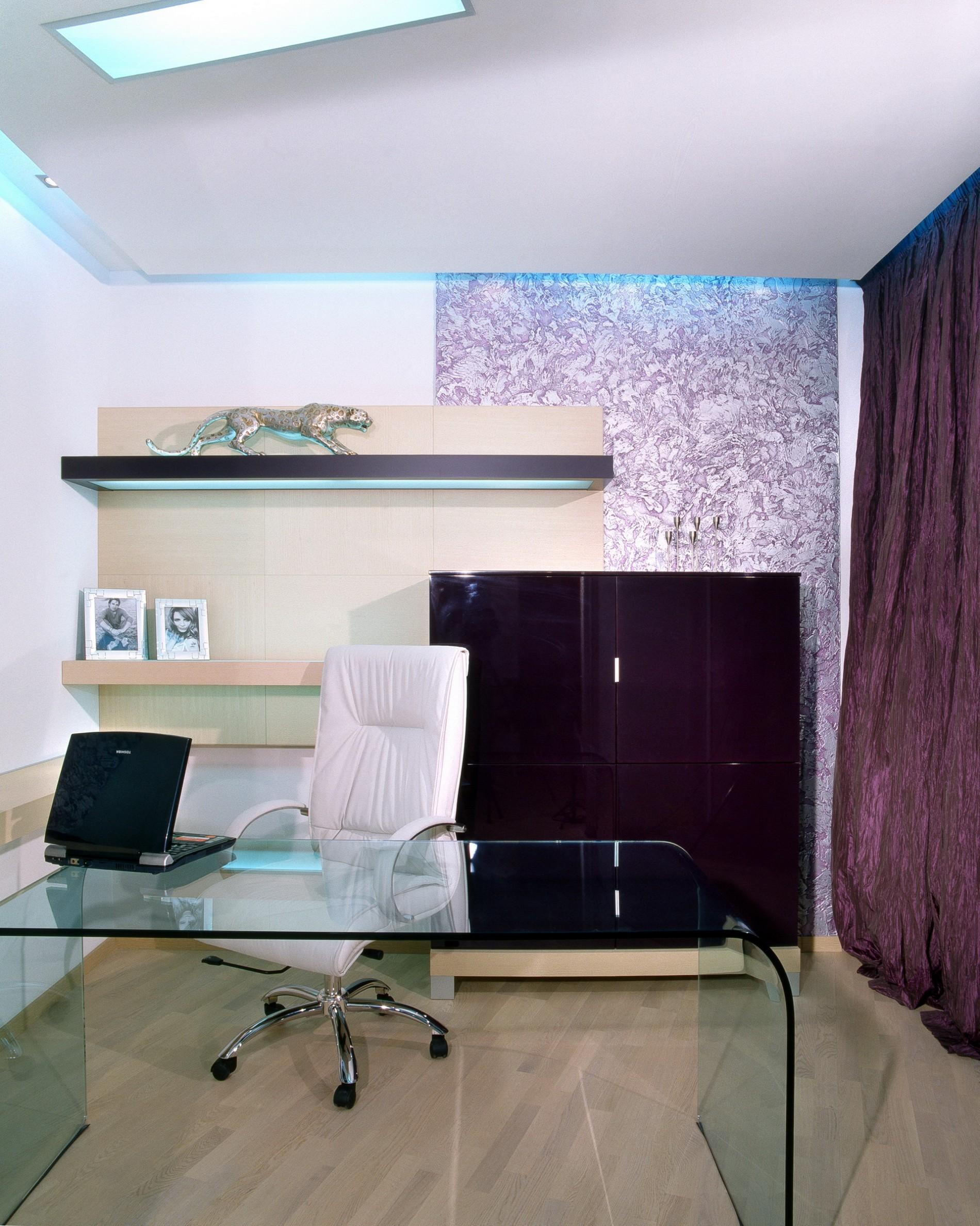 Стеклянный стол в офис ЖК