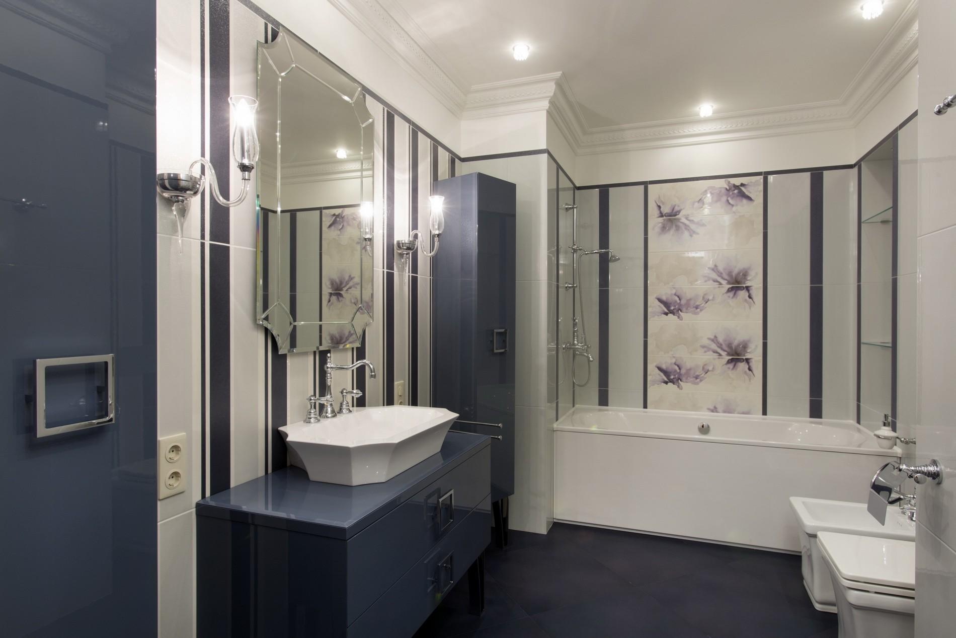 Стильный интерьер ванной комнаты в неоклассике