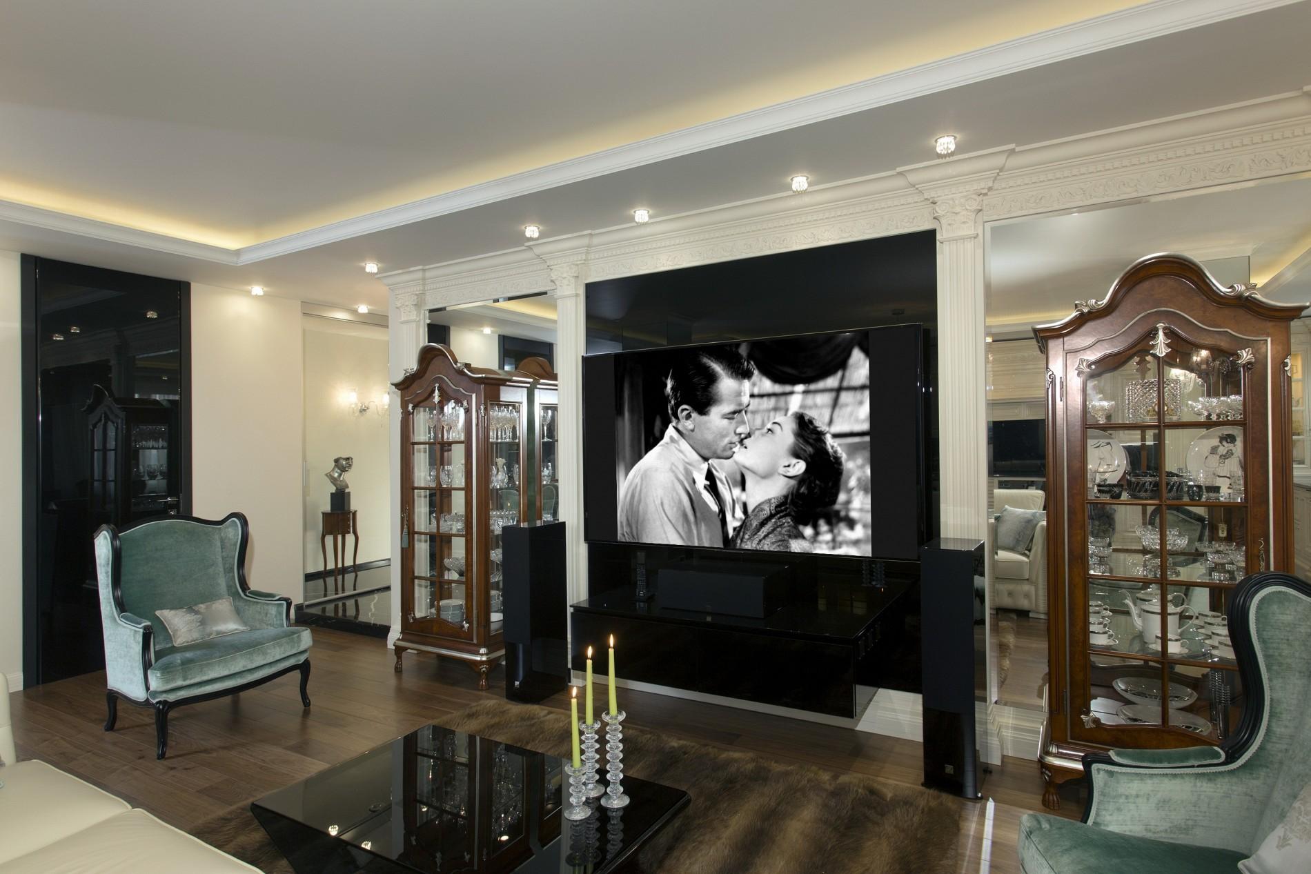 Телевизор с черным стеклом в интерьере