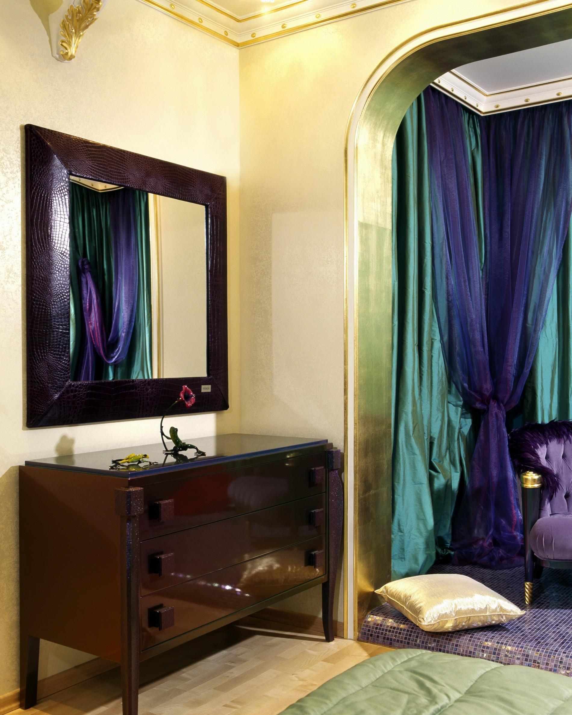кожаный багет с зеркалом от дизайнера