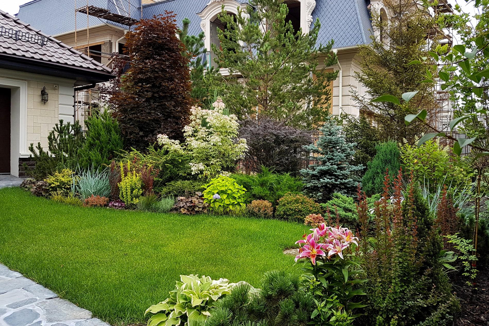 Английский сад в ландшафте  в поселке Миллениум Парк
