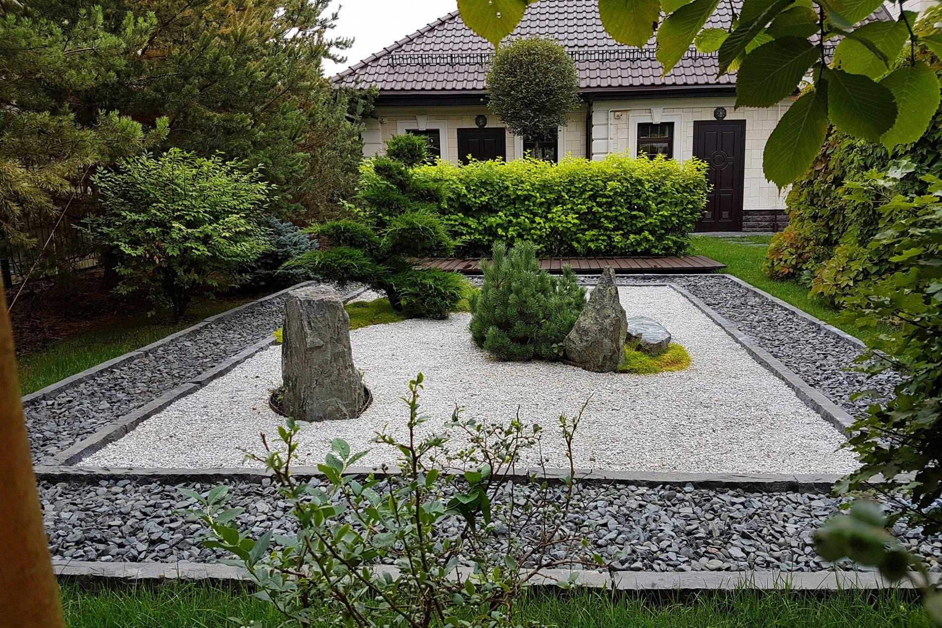 Японский сад в ландшафте дома  в поселке Миллениум Парк