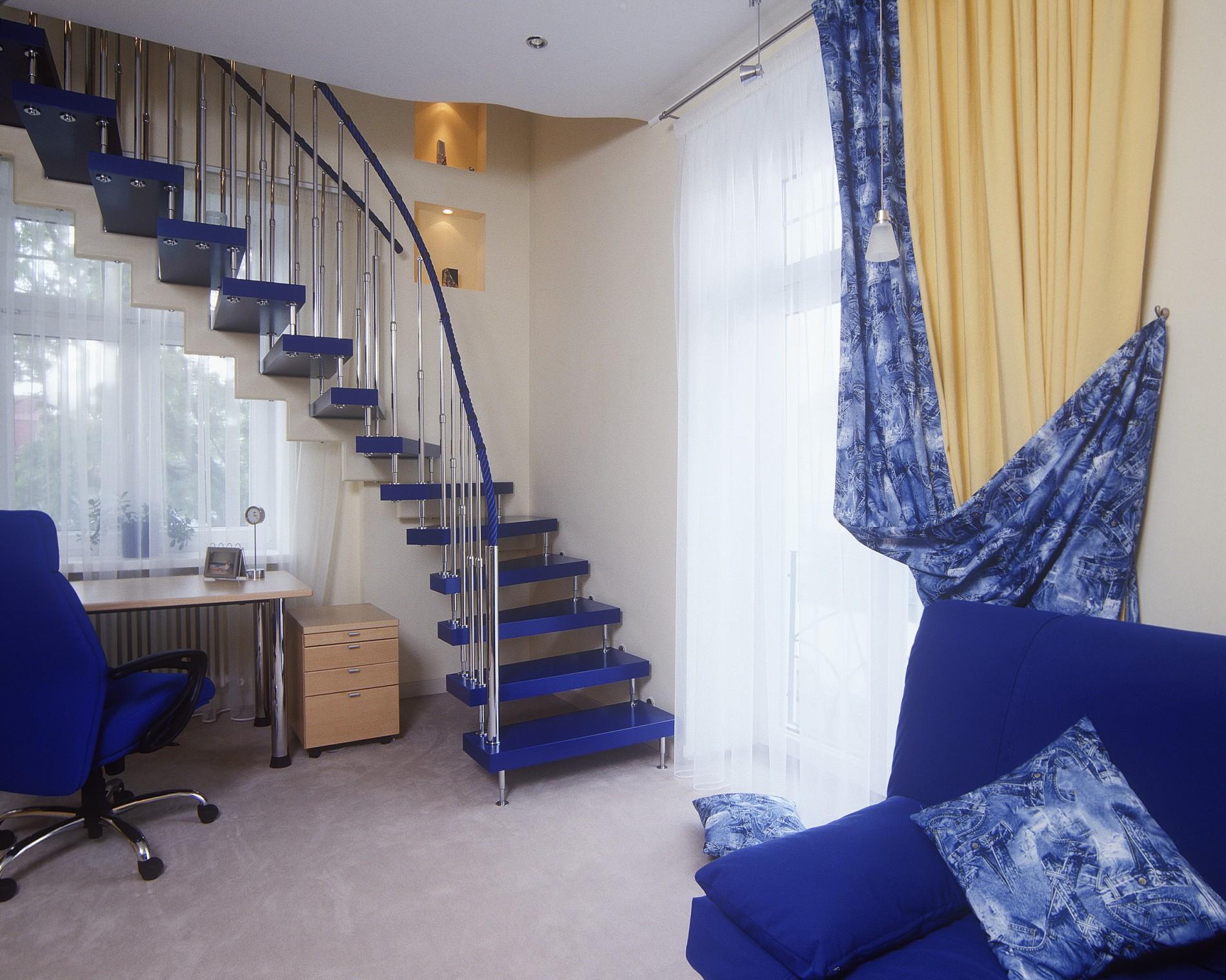 Синяя лестница с детской в загородном доме в современном стиле