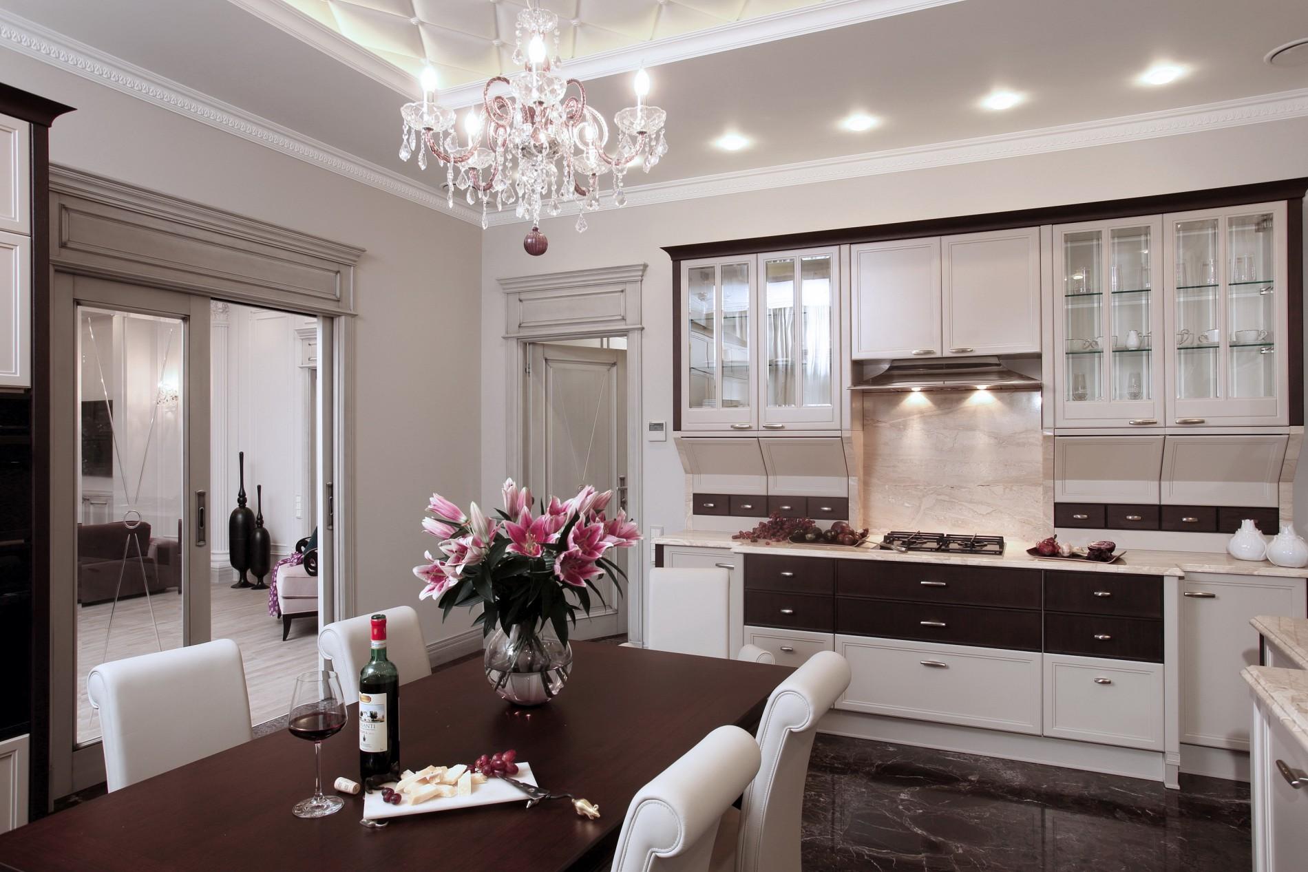Кухня неоклассика в загородном доме 2016